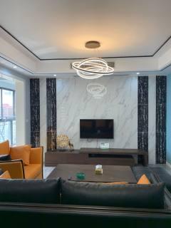 急售万达旁华陆新天地3室2厅2卫111m²精装修30万
