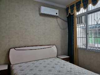 商业街80m²精装修小三室全家具电器空调2台9500一年