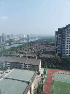 东坡岛上金龙小区19楼标准套一精装全齐空调一台14500年