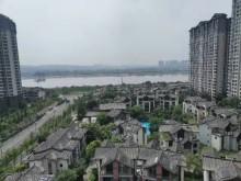 东坡院子中间楼层138m²豪装138万看岷江